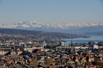 Panorama der Stadt Zürich vom Swiss Prime Tower, dem höchsten Wolkenkratzer der Schweiz. panoramic view of Zürich-City from Switzerlands highest skyscraper