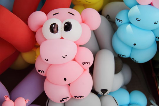 pink hippo is made by balloon, party kids art