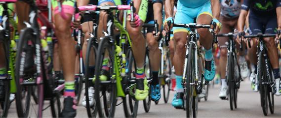 Ciclisti in gruppo