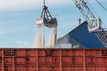 Bulk cargo unloading from the ship.