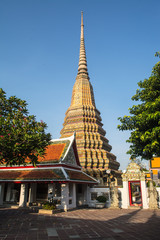 Pagoda is in Wat Pho that was named as the temple of the pagoda or chedi that are decorated with yellow glaze or glazed tiles or dark blue.