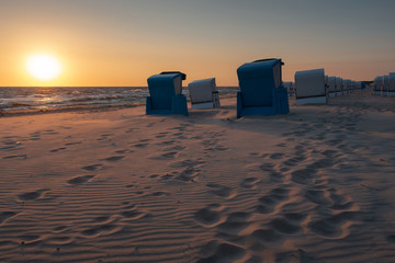 Strandkörbe im Sonnenaufgang an der Ostsee, Usedom
