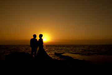 Silhouette lover with romantic sunrise