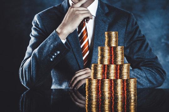 ビジネスマンと大量のお金