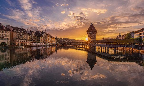 Kapellbrücke bei Sonnenaufgang