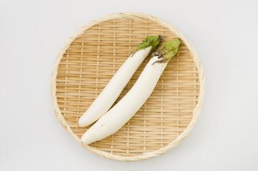 白い長茄子