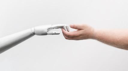 Obraz Roboter Hand greift menschliche Hand - fototapety do salonu