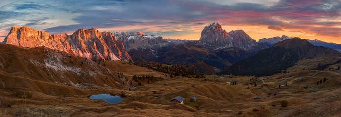 Fototapeten Schokobraun Selva di Val Gardena, Scenic mountain landscape, Italian Dolomites with dramatic sunset and cloudy sky at background.