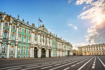 Зимний дворец летом в Санкт-Петербурге на рассвете Winter Palace on a summer morning