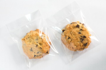 Stores à enrouleur Biscuit Cookie in plastic wrap packaging.