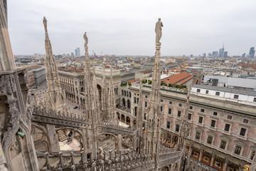 ミラノのドゥオーモの屋上から見るミラノ市街