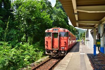 新潟 JR磐越西線咲花駅とキハ40系