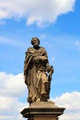 Statue des Heiligen Judas Thaddäus auf der Karlsbrücke in Prag