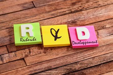 post-it acronyme : R & D (français)