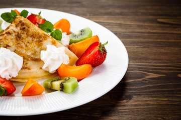 Crepes with fruit and creme