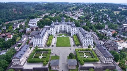 Schloss Bensberg von oben weit weg