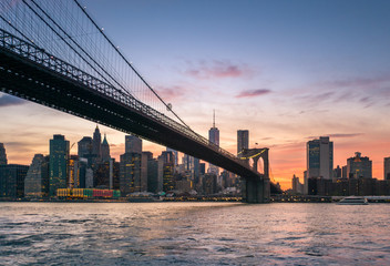 Fotomurales - Brooklyn Bridge at dusk in NYC