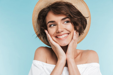 Close up of a smiling young woman in summer hat Fototapete