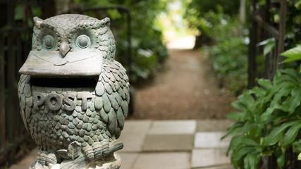尾道 路地裏のフクロウの銅像