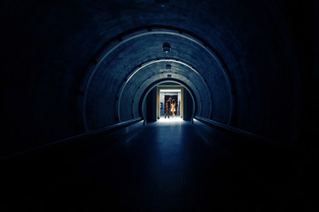 Keuken foto achterwand Tunnel A beautiful couple in a dark room