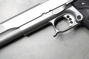 Glock. Detal budowy pistoletu.