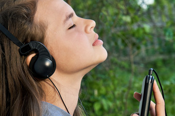Enjoying music outdoors with earphones and a smartphone