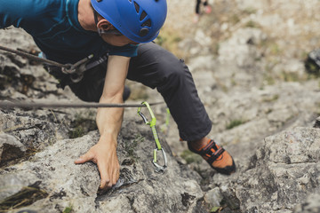Keuken foto achterwand Alpinisme Male Alpinist Climbing a Rock