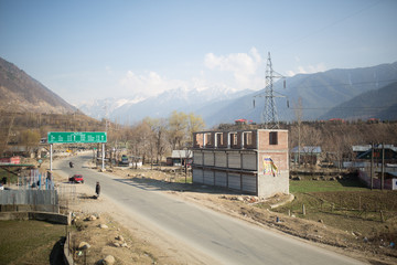 Architecture and urbanization in remote Himalaya mountains