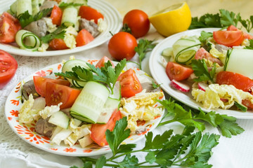 salads of vegetables and chicken liver