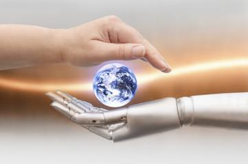 Obraz Menschliche Hand und Roboter Hand halten die Erdkugel - fototapety do salonu