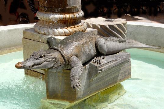 Fontaine crocodile, emblème de la ville de Nîmes, département du Gard, France