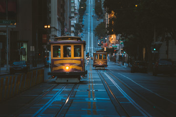 Ingelijste posters Amerikaanse Plekken San Francisco Cable Cars at twilight, California, USA