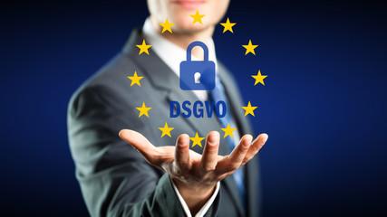 Geschäftsmann präsentiert DSGVO