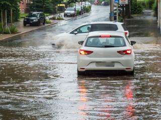 Überflutung der Straßen bei einem Unwetter