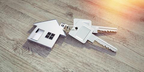 Haus-Schlüssel auf Holz im Sonnenlicht