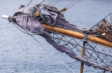 Klüverbaum und Takelage auf einem Segelschiff