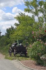 historischer weinerntewagen am osrtsrand von duchroth