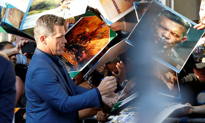 "Cast member Brolin signs autographs at the premiere for the movie ""Sicario: Day of the Soldado"" in Los Angeles"