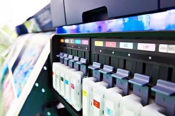 Color ink cartridge in inkjet plotter