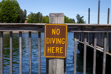 No diving here