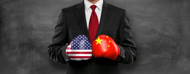Mann mit Boxhandschuhen / China / USA