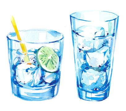 A glass with ice and lime