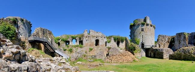 Les ruines du château fort de Tonquédec en Bretagne