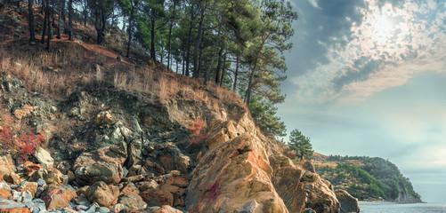 Скалистое побережье Черного моря. Скала Парус. Краснодарский край , Геленджик, Россия