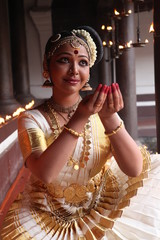 mohiniyattam is the classical dance form of kerala,distinct for the graceful body movements and costume