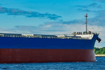 Blue cargo ship underway Papier Peint