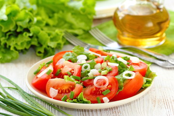 Fresh salad with tomatos and spring onion