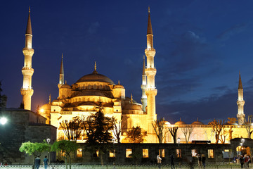 Istanbul blue mosque at dusk