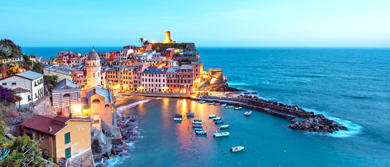 Photo sur Aluminium Bleu jean Magical landscape with boats in the bay and colored houses on the rock in Vernazza, Cinque Terre, Italy, Europe