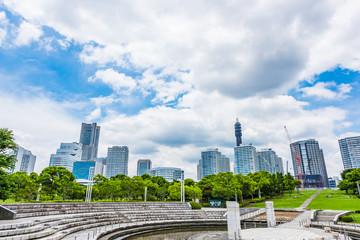 横浜のビル群と公園 High-rise condominium and fresh green in Yokohama